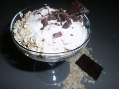 Pequenos almoços e lanches Chocolate, Ice Cream, Desserts, Food, Yoplait Greek Yogurt, Bon Appetit, Box Lunches, No Churn Ice Cream, Tailgate Desserts