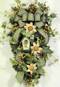Gorgeous teardrop wreath. Gotta find a way to make this one!
