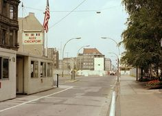 Berlin-Kreuzberg 1978,Checkpoint Charlie.
