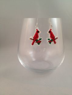 Cardinal Brick Stitch Earrings by BeadingBeeCreations on Etsy Bead Jewellery, Seed Bead Jewelry, Seed Bead Earrings, Beaded Earrings, Beaded Jewelry, Beaded Bracelets, Wire Crafts, Bead Crafts, Jewelry Crafts