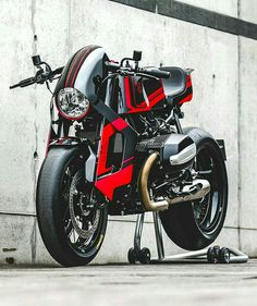 The premier league builders get tapped by watchmaker TW Steel to create a radical custom—and BMW Motorrad joins the party. Bmw Cafe Racer, Cafe Racer Motorcycle, Motorcycle Design, Bike Design, Cafe Racers, Custom Bmw, Custom Bikes, Bobber, Chopper