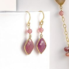 jade and pink sapphire earrings - boucles d'oreilles en jade et saphir rose