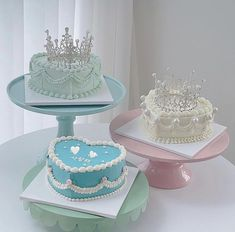 Pretty Birthday Cakes, Pretty Cakes, Cute Cakes, Beautiful Cakes, Korean Cake, Food Doodles, Cake Decorating Frosting, Dress Cake, Buttercream Icing