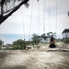 La Jolla has an abundant amount of beautiful spots, but there is something inspiring about a hidden viewpoint. Especially with swings! Follow the pizza below and you should arrive at the secret swi…