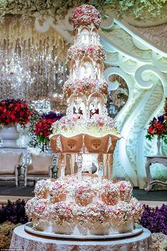 6 Large Wedding Cakes With Lights Photo. Awesome Large Wedding Cakes with Lights image. Bling Wedding Decoration Ideas Light-Up Wedding Cake Tall Bling Wedding Cake Lighted Acrylic Cake Stands Mini Chandelier Wedding Cakes Large Wedding Cakes, Extravagant Wedding Cakes, Amazing Wedding Cakes, Unique Cakes, Elegant Cakes, Castle Wedding Cake, Castle Cakes, Huge Cake, Traditional Wedding Cakes