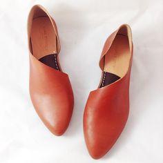 The Sandy MVT Handmade to Order Mahogany Leather por SevillaSmith