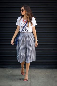 Love this pleated midi skirt and wavy hair look! #SummerStyle