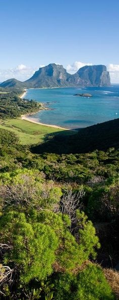Lord Howe Island >>> Don't need to go for a long stay, just for four or five days of lazing around, beachcombing and walks, perhaps up and around the two mountains at the southern end of the island, Mts Gower and Lidgbird.
