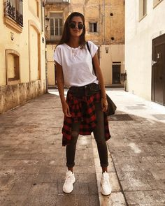 Inspiration : Streetstyle via world_fashion_styles meryturiel … Teen Fashion, Winter Fashion, Fashion Outfits, Womens Fashion, Date Outfits, Casual Outfits, Zara Europe, Looks Teen, Collage Vintage