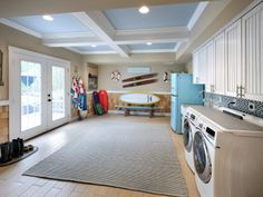 Spacious mud/laundry room with ample storage space
