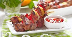 Chicken skewers with pepper and pineapple Steak Recipes, Low Carb Recipes, Healthy Recipes, Low Calorie Fruits, Chicken Skewers, 300 Calories, Gluten Free Cooking, Skinny Recipes, Main Meals