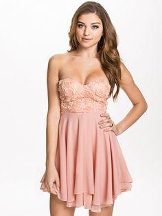 3D Rose Detailed Bandeau Dress - Te Amo - Pink - Party Dresses - Clothing - Women - Nelly.com