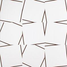 Vera Molnar. 9 quasi carrés, 2010. Acrylique sur toile, 100 x 100 cm
