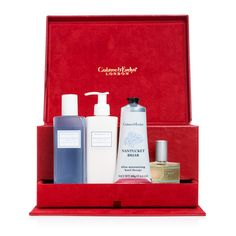 Tis the season to indulge in luxurious conditioning and cleansing, essential moisturising, and the unforgettable scent of our Nantucket Briar collection. A delightful holiday treasure for keeping skin soft and senses immersed in a delicious fragrance blend of citrus, flora, vanilla, and exotic spices. Spectacular together in our deluxe red faux leather jewelry box, complete with a hidden keepsake drawer. #seasonalspectacular