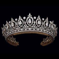 Duchess of Roxburghe Diamond Tiara – Circa This tiara is also convertible … - Diamond Jewelry Royal Jewelry, Jewelry Shop, Jewelry Art, Antique Jewelry, Silver Jewelry, Vintage Jewelry, Silver Ring, Silver Earrings, Jewellery Sale