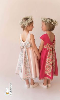 robe, cortege, mariage, enfant honneur, Little Girl Dresses, Flower Girl Dresses, Liberty Of London Fabric, Kids Fashion, Fashion Outfits, Wedding With Kids, Tulle Dress, Winter Dresses, Wedding Party Dresses