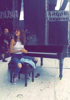 Get the look: Selena Gomez Selena Selena, Summer Outfits, Cute Outfits, Selena Gomez Style, Selena Gomez Outfits Casual, Selena Gomez Dress, Marie Gomez, Zendaya, Get The Look