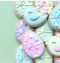 Decorated Easter cookies are such a cute addition to the Easter celebrations. Get some Easter cookie ideas here with bunny, eggs, and some Greek styles as well. Try to DIY some of these cookies at hom Cookies Cupcake, No Egg Cookies, Fancy Cookies, Cookie Icing, Iced Cookies, Easter Cookies, Cookies Et Biscuits, Holiday Cookies, Sugar Cookies