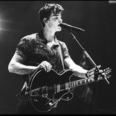 11 отметок «Нравится», 2 комментариев —  French Mendes Army  (@roseforshawnm) в Instagram: «I LOVE HIS NEW PROFILE PICTURE (on instagram and twitter ! ) HE IS SO PASSIONATE AND SO BEAUTIFUL I…»