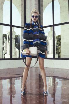 Fendi Resort 2017 Collection Photos - Vogue the coat Fashion Mode, Fur Fashion, Fashion Week, Fashion 2017, Runway Fashion, High Fashion, Fashion Show, Fashion Design, Resort 2017