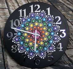 Art becomes functional with this clock. A stunning jewel drop mandala graces the front of the clock while silver numbers frame - CraftIdea. Clock Painting, Clock Art, Dot Art Painting, Mandala Painting, Stone Painting, Painting On Wood, Bohemian Lamp, Vinyl Record Art, Mandala Canvas