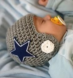 Dallas cowboy crochet hat - just the picture newborn photos, sports themed newborn photos #baby #photography #newborn