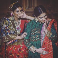 Creative Gifts For Photographers [It doesn't have to be costly] Traditional Sarees, Traditional Dresses, Beach Holiday Outfits, Garba Chaniya Choli, Bridle Dress, Gifts For Photographers, India Fashion, Indian Designer Wear, Indian Wear