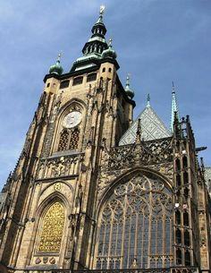 4.St.Vituskathedraal. Prague In 1352 nam Peter Parler de bouw over en voltooide het koor,het onderste deel van de hoofdtoernooi, de Gouden poort, de trap en het gewelf van het presbyterium