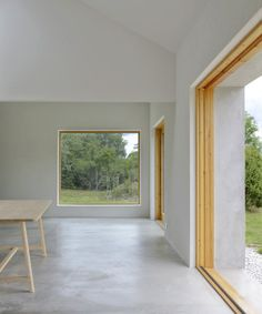 House on Gotland - ETAT Arkitekter. Why some of Sweden´s most inspiring - and disruptive - modernist structures are being built on the discreet, tradition bound island of Gotland. Vaulted Ceiling Lighting, Interior Architecture, Interior Design, Minimal Home, Villa, Minimalist Interior, Concrete Floors, Windows And Doors, White Walls