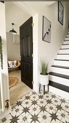 Beautiful Interior Design, Beautiful Interiors, Hallway Decorating, Interior Decorating, Hallway Designs, Hallway Ideas, Hallway Inspiration, Stair Decor, Painted Stairs