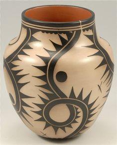 Mata Ortiz pottery - Mexico