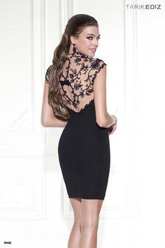 (Foto 12 de 16) Detalle de la espalda del modelo Patrice de Tarik Ediz, Galeria de fotos de 8 trajes de cóctel (ideales) en color negro