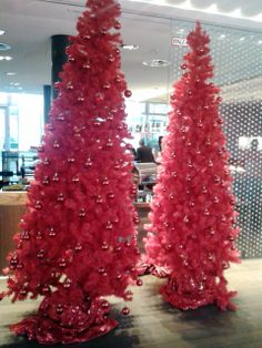 Classic trees have a special touch in red at the #RadissonBlu #Dusseldorf http://www.radissonblu.com/mediaharbourhotel-duesseldorf