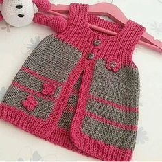 Ex … – Baby Kleidung - Babykleidung Baby Cardigan Knitting Pattern, Baby Knitting Patterns, Knitting Designs, Baby Patterns, Vest Pattern, Knit Baby Sweaters, Knitted Baby Clothes, Knit Baby Dress, Baby Coat