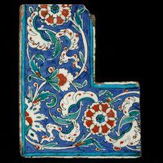 Tam köşe bordür çini / Full corner border tile Product location: İznik / Date : Second half of the 16th century , Ottoman Period