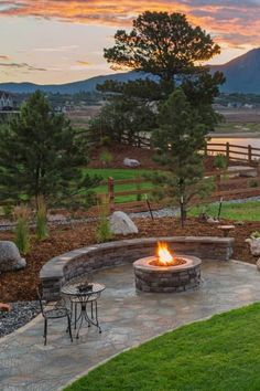 A beautiful backyard deserves an equally beautiful fire pit. Enjoy moments of bonding around a flagstone fire pit patio while you sit on a curved stone bench. Find more fire pit designs in our collection. #patio #firepit #backyard (LGD)