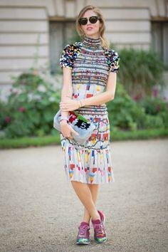 Pin for Later: 25 Gründe, warum Fashionistas den Sommer lieben Man muss sich keine Gedanken darüber machen, welche Jacke zum Kleid passt Tragt so viele Muster wie ihr nur möchtet!