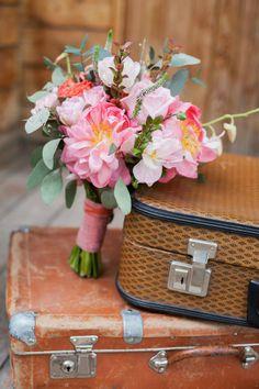 букет невеста с пионами в коралловом цвете