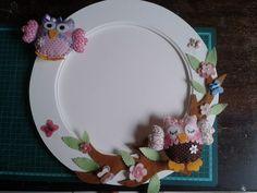 Espelho com aplicações de Corujas, flores e borboletas  em feltro