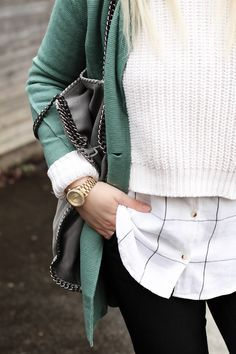 These layers and this green sweater are perfect for winter! #winterwear #fashion #outfit