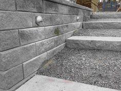 Stödmur belysning åsnetrapp Homemaking, Sidewalk, Backyard, Exterior, Landscape, Villa, Landscaping Ideas, Outdoor, Gardening