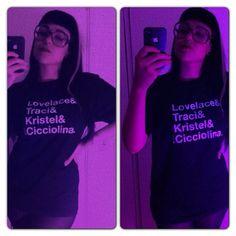 http://www.avidasecreta.com.br/loja/imprensa-e-fas/#redes-sociais    Fotos de fãs de nossas camisetas vestindo suas camisetas preferidas. Tem escritor com a Fab4 Classic Porn Stars, editora de moda com a Fab4 Pegadores Brasileiros e mais.