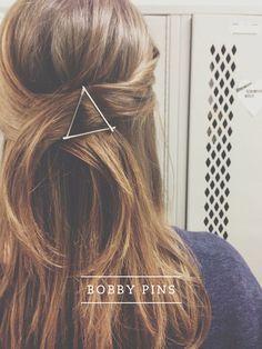Une barette triangle stylée réalisée à partir de 3 épingles à cheveux.