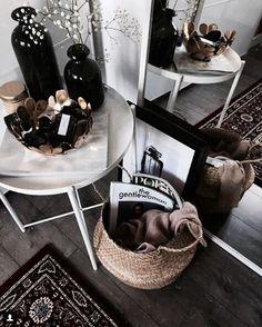 How I Got Flawless Skin In Under A Week - Career Girl Daily - Home Decor / Minimal Interior Design Inspiration - Modern Interior, Interior Styling, Interior Decorating, Holiday Decorating, Decorating Ideas, Ideas Decorar Habitacion, Sweet Home, Big Vases, Tall Vases