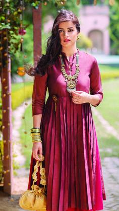 #LongKurta #Maroon #KnifePleat #Anarkali #Necklace #Chanderi #Bangles #StatementWear #OccasionWear #DressToImpress #PickOfTheDay #JustIn #NewArrivals #WomensWear #WomensCollection #Clothing #Apparel #Fabindia