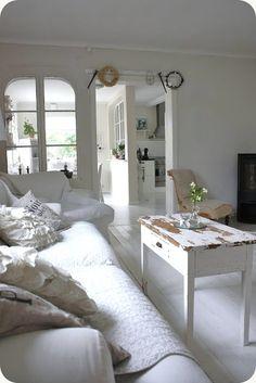 LILLA BLANKA: White living room