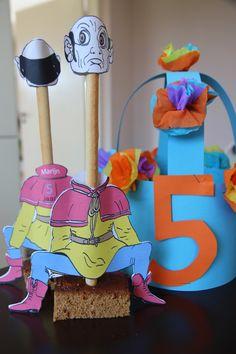 Marijn werd vijf jaar en hij trakteerde op zijn verjaardag op Langnekken van de Efteling met zijn naam en leeftijd achterop het jasje!
