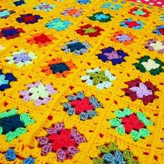 Bright and cheerful yellow #grannysquaresblanket #grannysquare #grannysquares #crochetblanket #crochetafghan #crochetaddict #colouraddict #crochetholic #thesunroomuk #crochetersofinstagram #instacrochet #crochetlove #ilovegrannysquares #ilovecrochet #ilovecolour #colourwork #grannytastic #grannymania #etsyshop #etsyseller #etsyshopowner #thesunroomuk.etsy.com #crochetchic by thesunroomuk