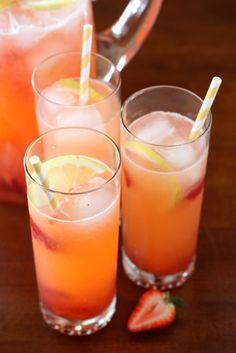 Easy Strawberry Lemonade by Completely Delicious, via Flickr
