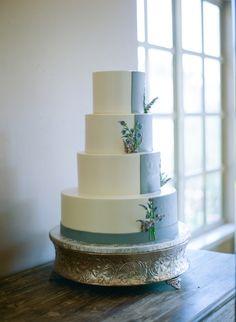 color blocked blue and white wedding cake with lavender accents Amazing Wedding Cakes, Amazing Cakes, Sugar Flowers, Cake Flowers, Buttercream Wedding Cake, Wedding Sweets, Occasion Cakes, Wedding Designs, Wedding Ideas
